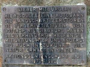 """""""1982 Autobahn 31 verhindert"""" Gedenktafel von vorn"""
